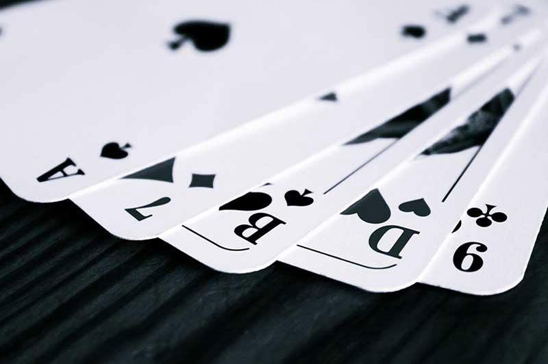 Burraco a due giocatori: differenze e strategie